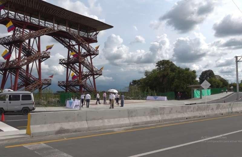 Autopista de acceso al Parque del Café
