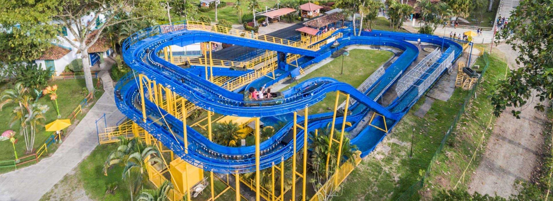 """Panorámica de la atracción """"Montaña actuática"""" del Parque del Café"""