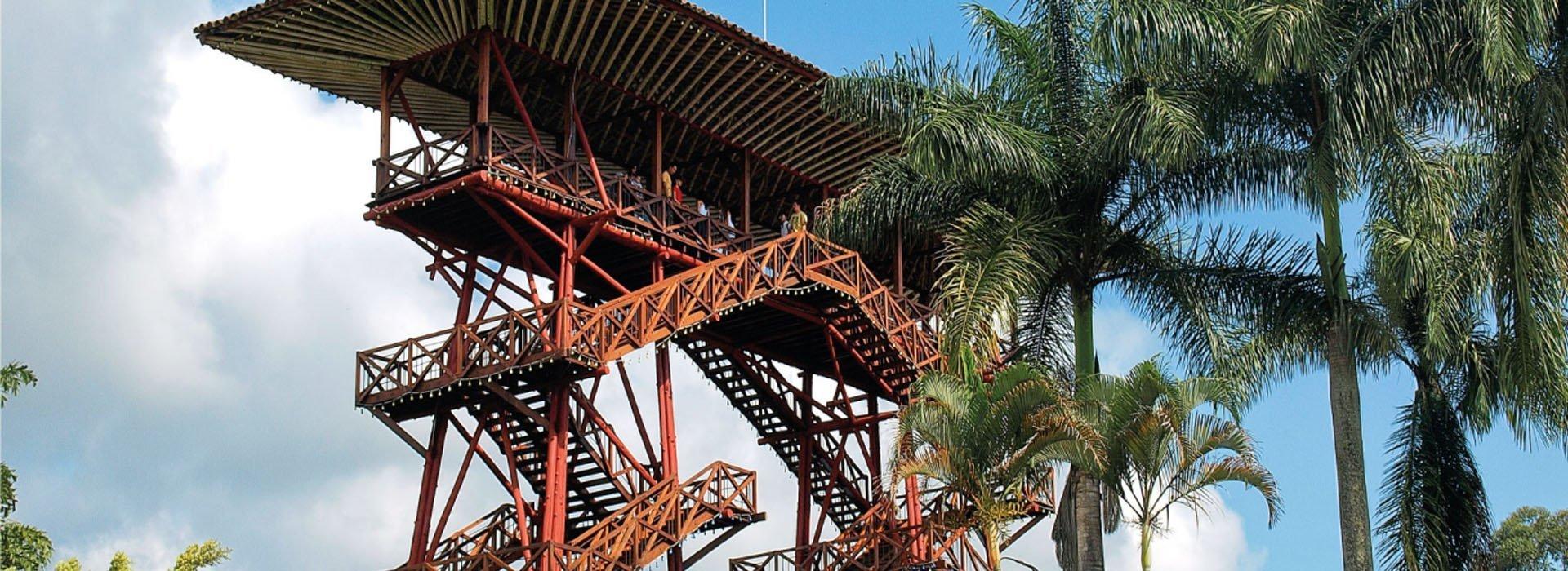 Foto de la Torre Mirador ubicada a la entrada del Parque