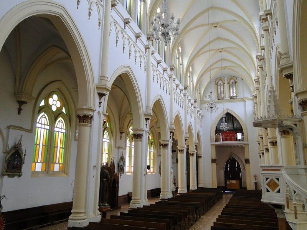 Interior de la Iglesia de Caramanta Antioquia, pueblo cercano al municipio de Jardín, Antioquia