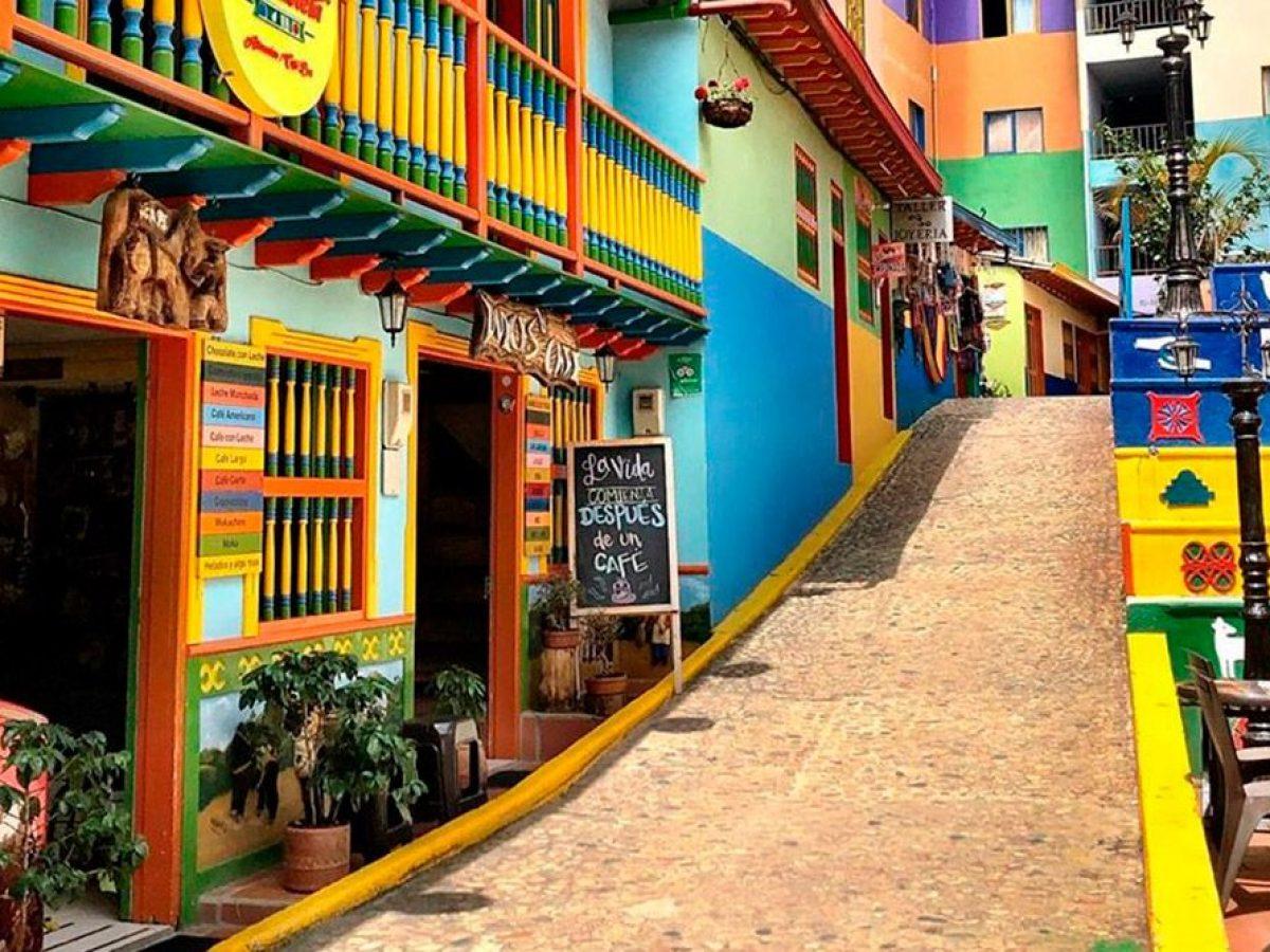 Calle de Guatapé Antioquia