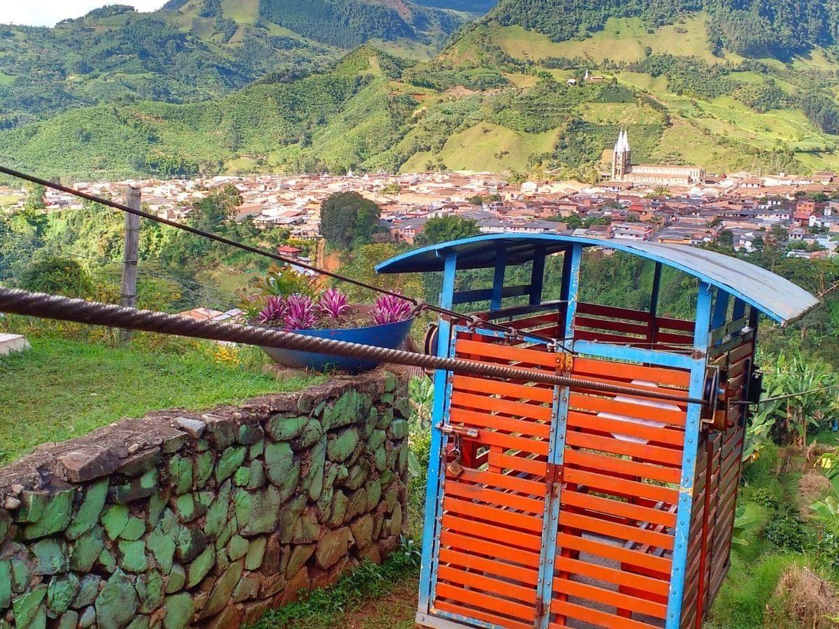 La Garrucha: Medio de transporte tipo teleférico situado en Jardín, Antioquia