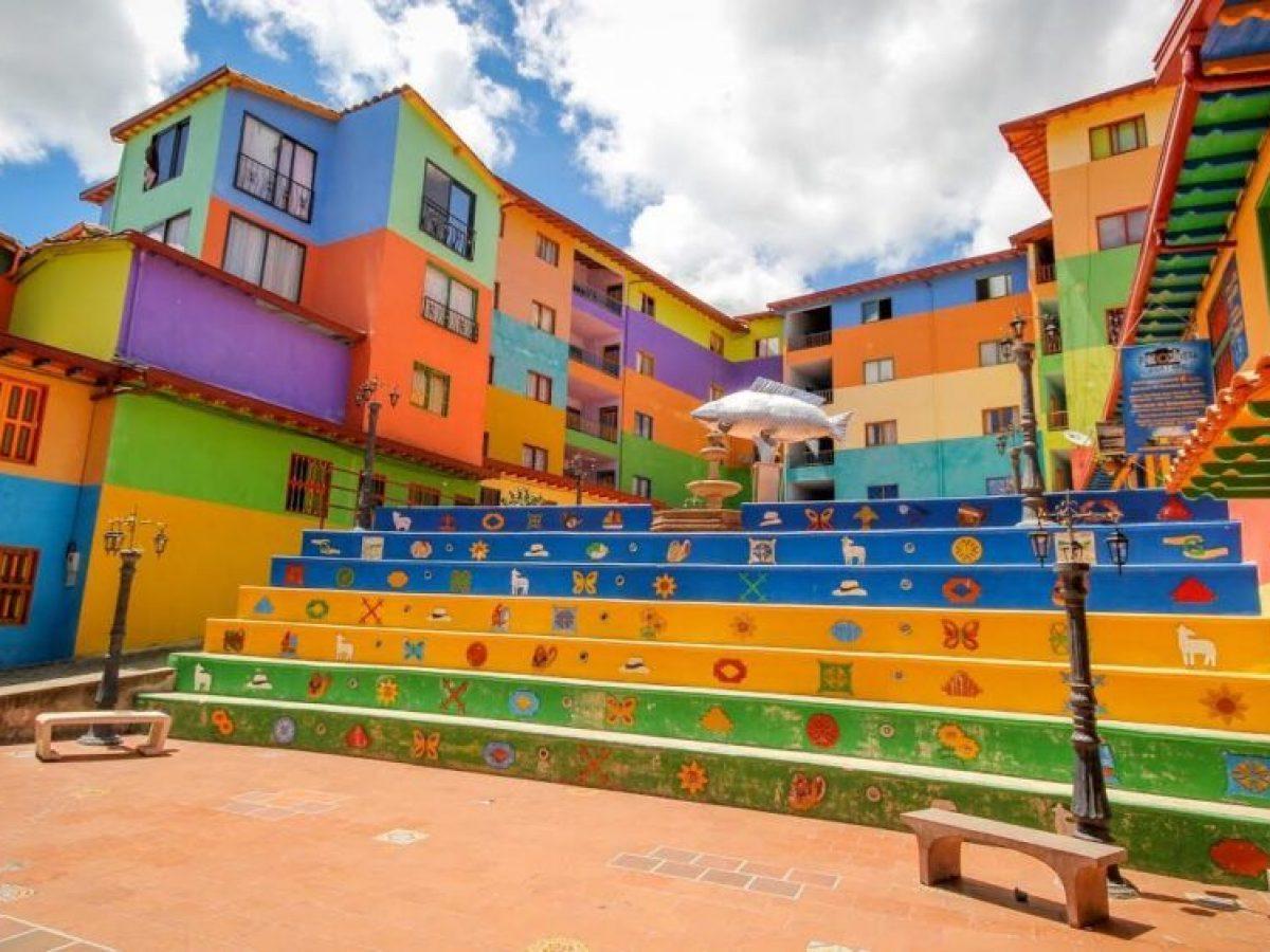 Plazoleta Zócalo en el municipio de Guatapé