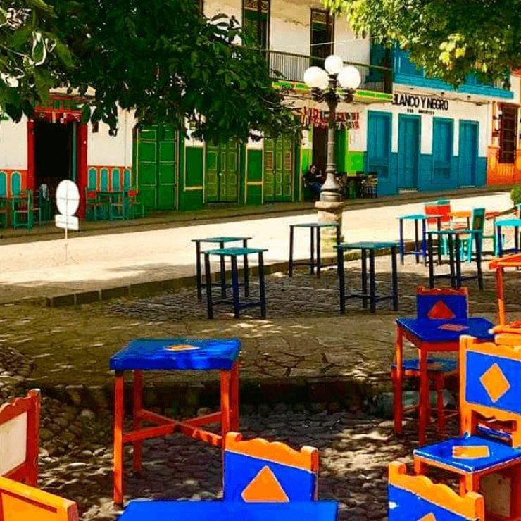 Parque de Jardín con sus tradicionales sillas